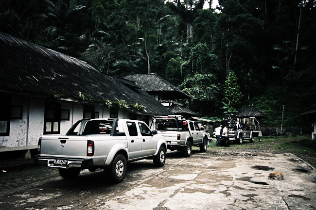Iringan 3 mobil double cabin ke Ciptagelar, mobil yang diceritakan ...