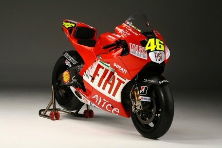 http://arantan.files.wordpress.com/2010/08/rossi-ducati-2.jpg