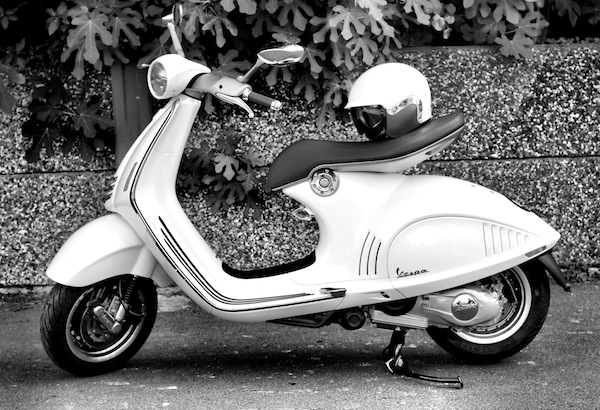 vespa-946-black-white-8
