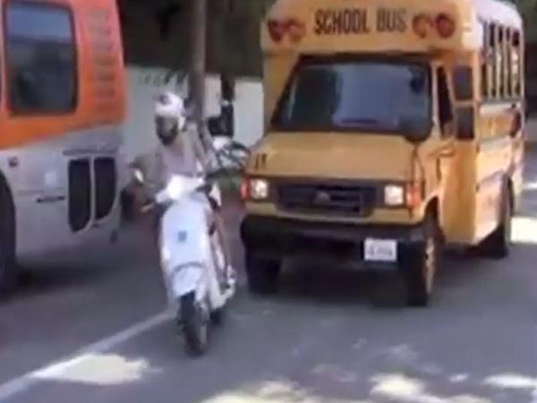 gwyneth-paltrow-school-bus-vespa-600x450